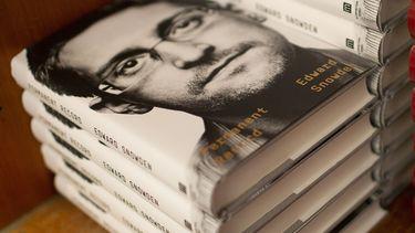 VS klagen klokkenluider Snowden aan om boek