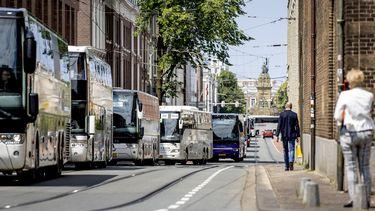 foto van touringcars in Den Haag