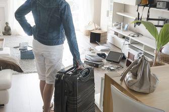 Een vrouw komt terug van vakantie en ziet dat er ingebroken is bij haar