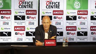 Arjen Robben tijdens zijn presentatie voor de pers op het veld van het Hitachi Capital Mobility Stadion.