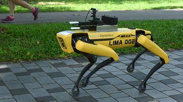 Singapore zet robothond in om social distancing te handhaven