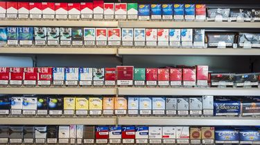 Jonge mysteryshopper gaat sigaretten kopen.