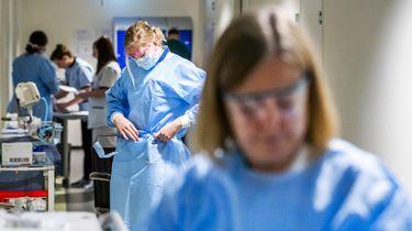 Minder coronadoden, wel meer ziekenhuisopnames