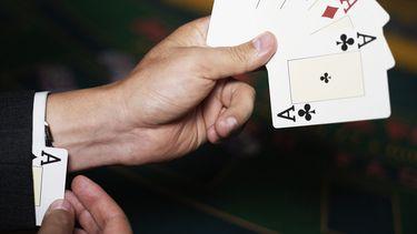 Nieuw onderzoek: waarom spelen eerlijke mensen soms vals?