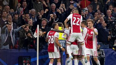Ajax flitsend van start in Champions League