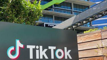Op deze foto is de buitenkant van het bedrijf TikTok te zien.