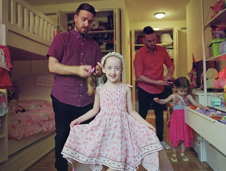 Milo met haar vaders en zus. New York City