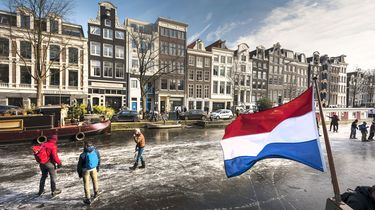 Schaatsen op de Amsterdamse grachten bijna voorbij