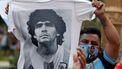 Een foto van een fan met een shirt van Maradona