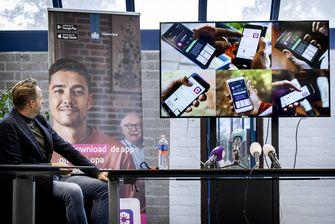 Op deze foto is Hugo de Jonge te zien tijdens de lancering van de corona-app campagne.