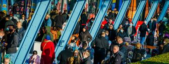 Een foto van winkelend publiek op weg naar winkels in Rotterdam