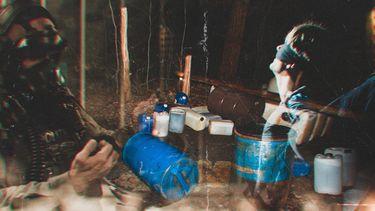 Een foto van een lab waar handelaren van crystal meth worden opgepakt crys