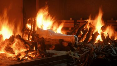 India, crematie, coronavirus