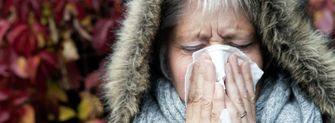 Een foto van een vrouw met griep