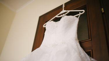 Een foto van een trouwjurk