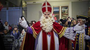 'Vergeet Zwarte Piet, kijk kritisch naar Sinterklaas'