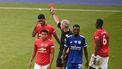 Een foto van een speler van Leicester City die een rode kaart krijgt