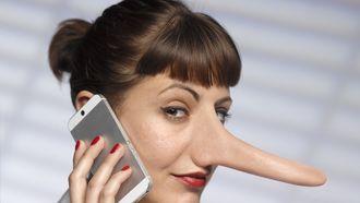 Hoe je weet je of iemand liegt/een leugen vertelt? Uit onderzoek blijkt onder meer dat we iedere tien minuten een leugen vertellen.