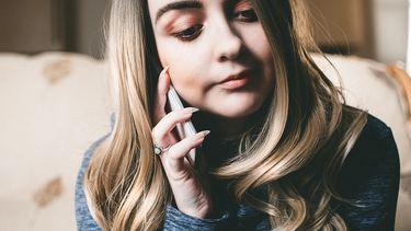 Vrouw aan het bellen