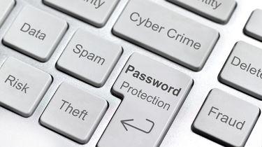 Op deze computer zie je een cybercrime toetsenbord.