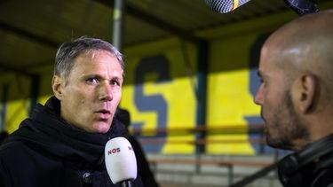 Op de foto Marco van Basten die wordt geïnterviewd door de NOS