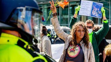 Politie houdt mensen aan bij betoging Den Haag
