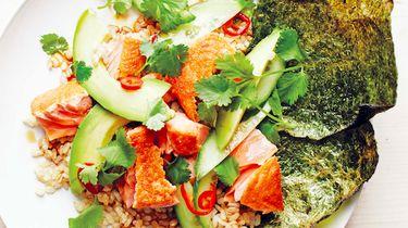 Recept: Rijst met zalm, avocado en geroosterde nori