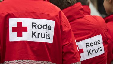 Rode Kruis maakt voedselboxen voor mensen met financiële moeilijkheden
