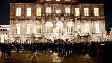 Voetbalsupporters bijeen in Maastricht tegen rellen