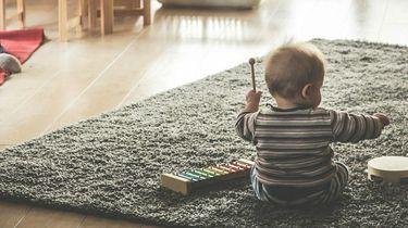 Een foto van een kindje in een luier