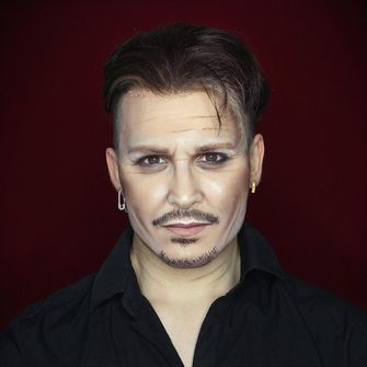 Elliot als Johnny Depp