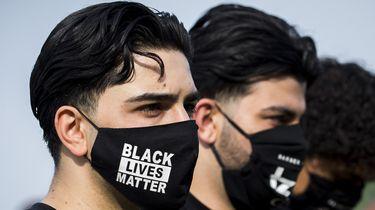 Foto van een mondkapje met BLM