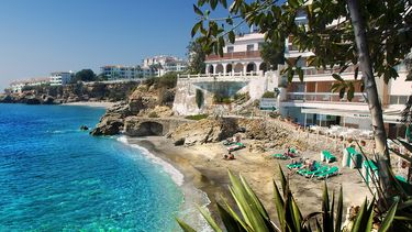 Op deze foto zie je een vakantie oord in Spanje