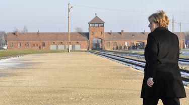 Merkel: schaamte voor gruweldaden in Auschwitz