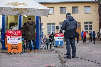 Een foto van Slowaken in de rij voor een coronatest