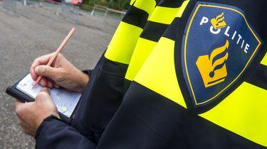 Nijmeegs café 'gewoon' geopend: politie deelt 22 boetes uit
