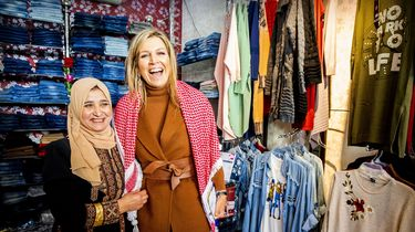 Máxima bezoekt modezaak in Jordanië