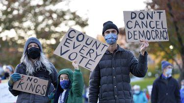 Protesten in de Verenigde Staten: 'Stop met tellen' vs. 'Tel elke stem'