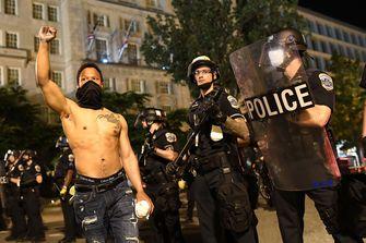 Een foto van betogers in Washington