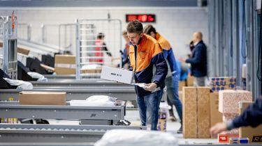 Grote drukte bij PostNL door online bestellingen en wenskaarten