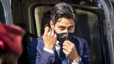 Een foto van Rob Jetten die met een mondkapje het goede voorbeeld geeft op een dag met veel coronabesmettingen