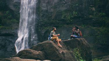 Instagrammers riskeren leven voor foto bij waterval