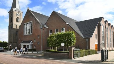 Een foto van de kerk in Staphorst waarover de verontwaardiging begon