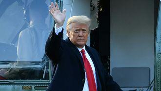 Een foto van een afscheid nemende Donald Trump