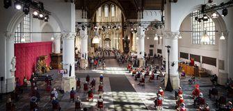 Een foto van de Grote Kerk tijdens de Troonrede.