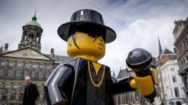 Een foto van het Legobeeld van André Hazes op de Dam
