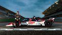 Rinus van Kalmthout bij zijn IndyCar.