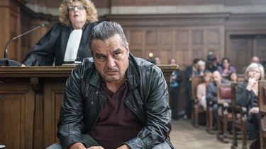 Een foto van Ferry Bouman in de rechtbank.