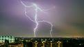 Gevaarlijkste soort bliksem slaat in zee bij Scheveningen