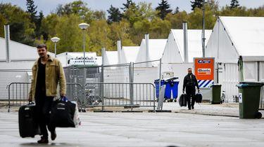 De laatste vluchtelingen verlaten tentenkamp Heumensoord.